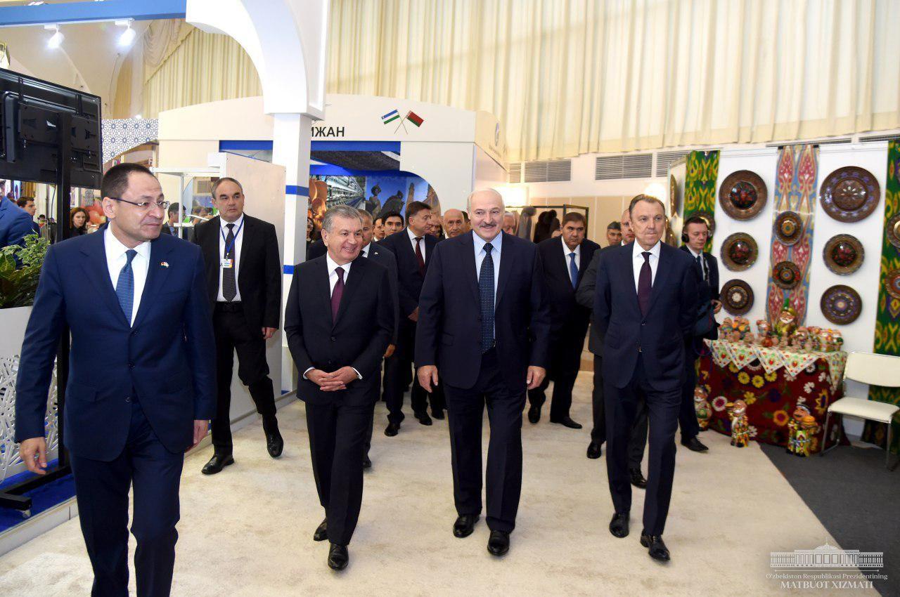 Шавкат Мирзиёев и Александр Лукашенко посетили в Минске Национальную промышленную выставку Узбекистана